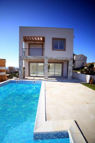 Kuća - 300m² - Krimovica